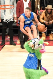 "Feb 13, 2016; Toronto, Ontario, Canada; Orlando Magic player Aaron Gordon (00) dunks the ball over Magic mascot ""Stuff"" during the slam dunk contest during the All-Stars Saturday Night at Air Canada Centre. Mandatory Credit: Peter Llewellyn-USA TODAY Sports ORG XMIT: USATSI-264626 ORIG FILE ID: 20160213_ads_lb4_115.JPG"